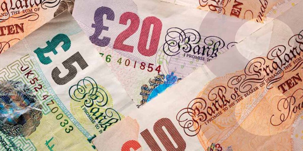 A mix of GBP banknotes