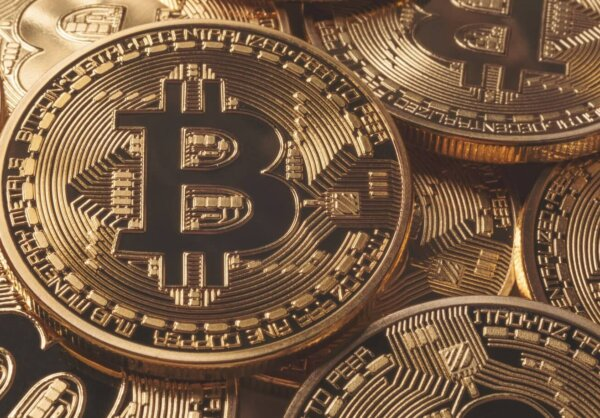 Bitcoin: Sellers control the Asian session but price holds consolidation pattern