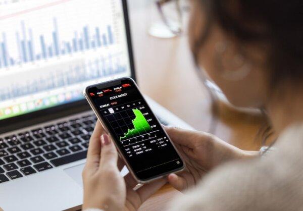 The Trillion Dollar Club: Trading Microsoft's Shares